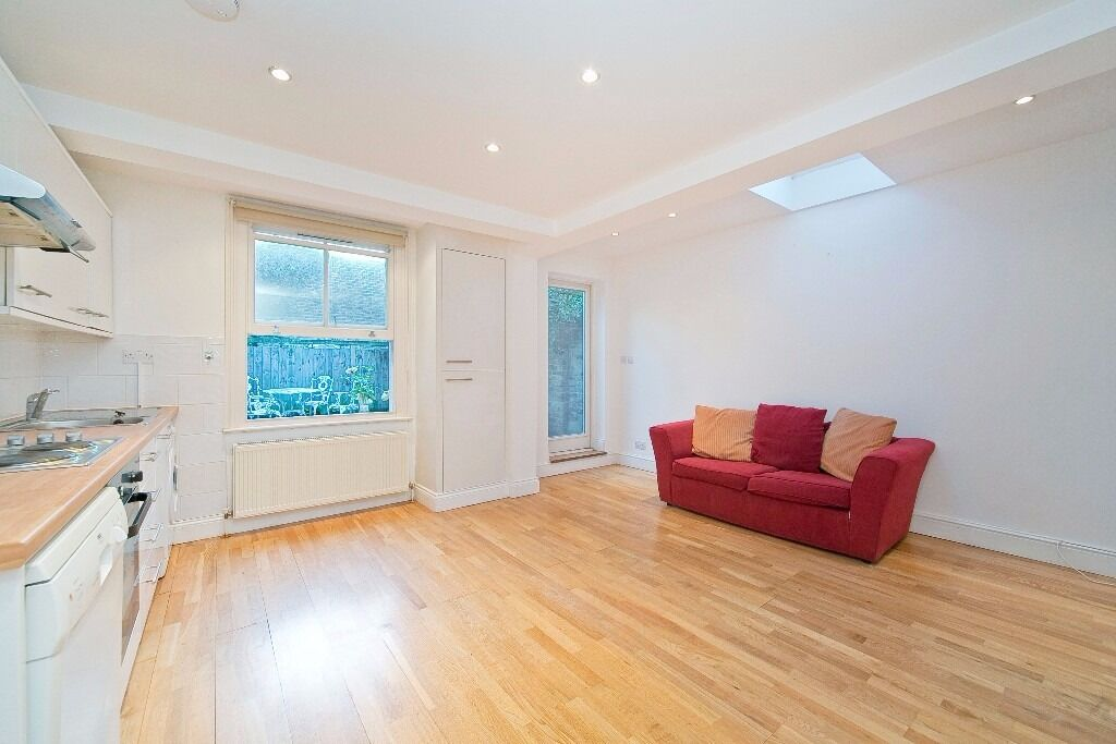 LOVELY 2 DOUBLE BEDROOM GARDEN FLAT LOCATED ON A SOUGHT AFTER ROAD MOMENTS FROM ARCHWAY UNDERGROUND