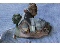 Hawthorn Village: assorted cottages, extras & working lights + power pack.