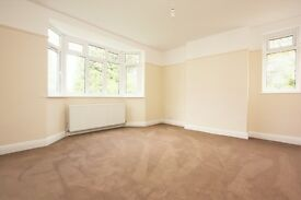 2 bedroom flat in Watford Way, Hendon, NW4