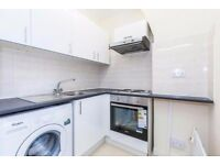 *** QUICK LET*** Gorgeous 2 Bedroom Flat In Whitechapel*** Excellent Location*** Close to RLH
