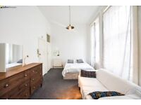 Beautiful Studio Flat Located in West Kesington - NOW AVAILABLE!