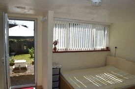 Ensuite Double Bedroom with Separate Garden (Includes Bills)