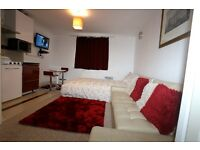 Classic Studio Lytham Up, Thamesmead, London SE28 (Holiday Let Only)