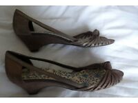OFFICE peep-toe, mid-height heels in gold. Size 6 (Europe 39). Worn once. Look as new (see photos).