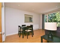 Balcony Flat in quiet leafy location between three stations and a large park