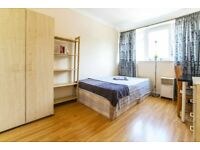 Spacious double room, available right NOW! Cheap LOW deposit!