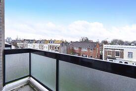 A wonderful split level three bedroom flat to rent in Southfields