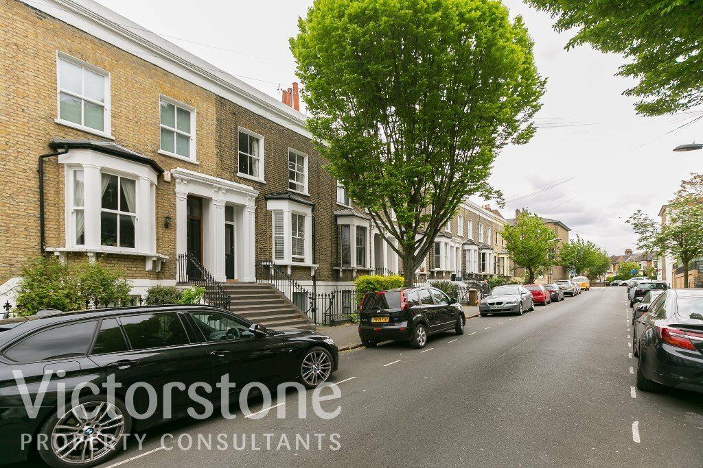 TWO BEDROOM FLAT HACKNEY AVAILABLE END OF MAY VICTORIAN BUILDING CLAPTON
