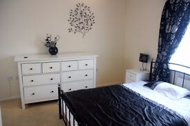 En-suite double room in a shared professional house