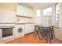 Twin room all bills included. Leyton area. £125 PER PERSON/PER WEEK