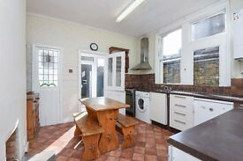 An extremely spacious four bedroom house to rent on this popular Southfields Grid road