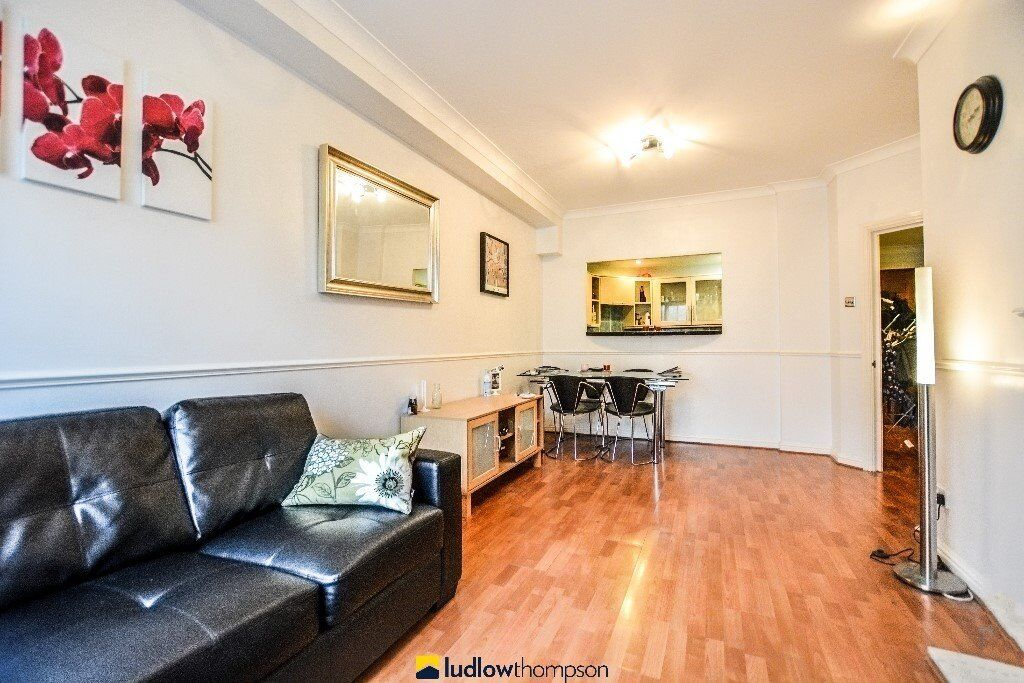 2 BED 2 BATH FLAT AVAILABLE IN TOWER HILL - AVAILABLE ASAP - CALL NOW TO VIEW