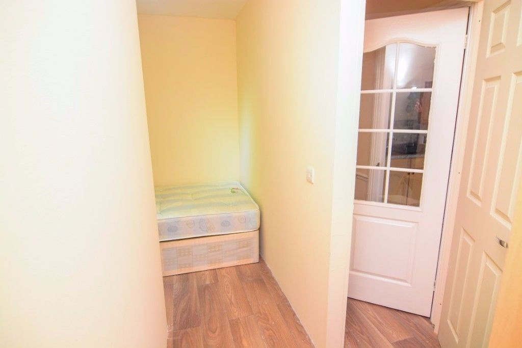 SUPER CHEAP SINGLE ROOM IN ROTHERHITHE/ AVAILABLE NOW!