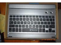 iPad bluetooth keyboard. NEW