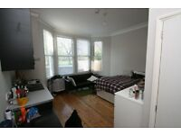 A lovely, sunny studio flat in this very convenient spot. Bills Inc. W5 Ealing