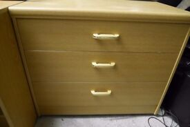 Chest of drawers, chest of drawers unit and bedside chest of drawers