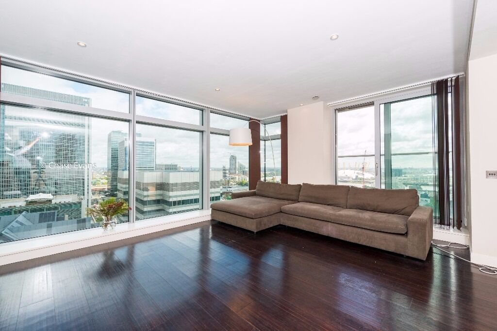 -A fantastic 2 bedroom, 2 bathroom, furnished apartment on the 25th floor of Pan Peninsula!