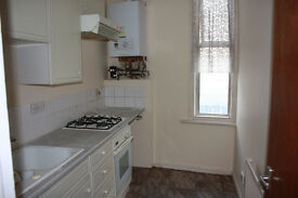 1 Bed flat newly decorated right next to Camberwell Green.