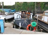 Beautiful 30ft houseboat in Brentford - with fixed mooring. ** Now open for viewings **