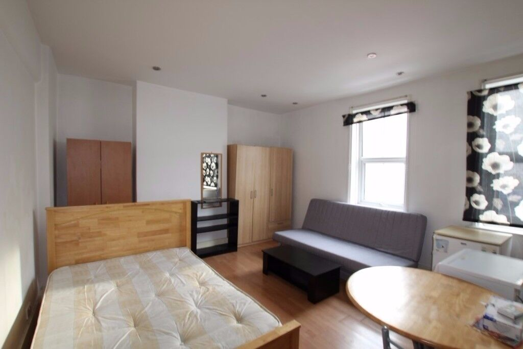 A MODERN STUDIO AVAILABLE IN WHITECHAPEL WITH EXCELLENT