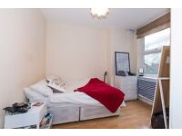 Bright and airy 2 double bedroom garden flat situated in a stunning location
