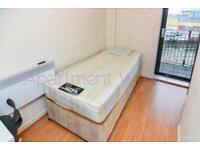 Stratford - Single room with Balcony, Big Wardrobe and a Desk