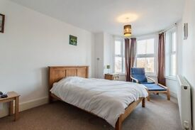 Large Double Bedroom, House Share, £400 month - bills included. Available now!