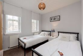 Twin Room available in JANUARY in Grassmarket, Edinburgh (7/11)