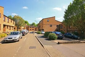 4 bedroom flat in Woodburn Close, Brent Street, Hendon, NW4