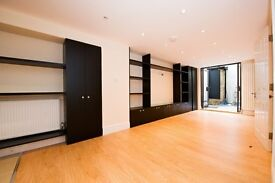Large Three Bedroom in Clarendon Road , Nottinghill , W11 4JG