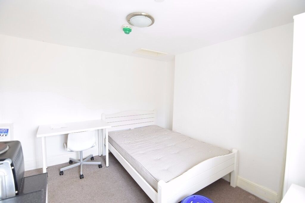 FULLY FURNISHED BEDSIT TO LET AT CENTRAL BRIGHTON ref:p379