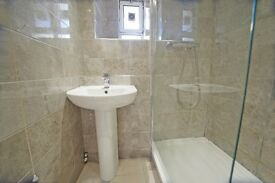 Y CLOSE TO BANK STATION + PRIVATE BALCONY + CLEAN AND FRIENDLY FLATMATES