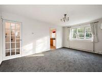 2 bedroom flat in Gladbeck Way, Enfield, EN2