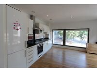 2 bed flat in WHARFSIDE POINT, CANARY WHARF. Conservatory. Furnished. 1 min walk from Blackwall DLR.