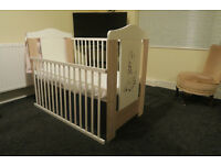 Baby Cot Bed * Giraffe * with mattress & side pockets