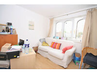 Modern one bedroom apartment located within close proximity to Surrey Quays shopping centre