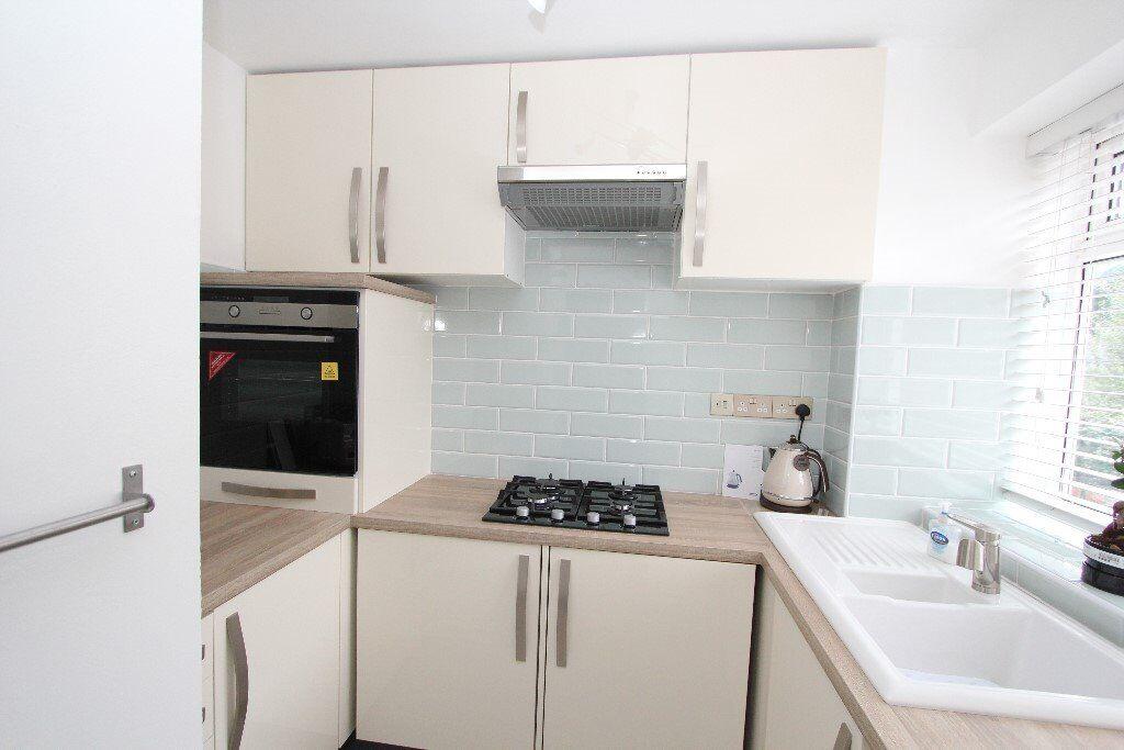 Mitcham Fantastic Studio Flat With Separate Kitchen