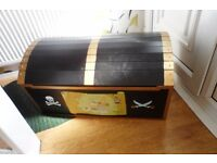 toy chest [pirates treasure]