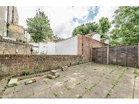 Fantastic 3 bedroom period building with GARDEN and terrace area. SPLIT LEVEL, spacious rooms.