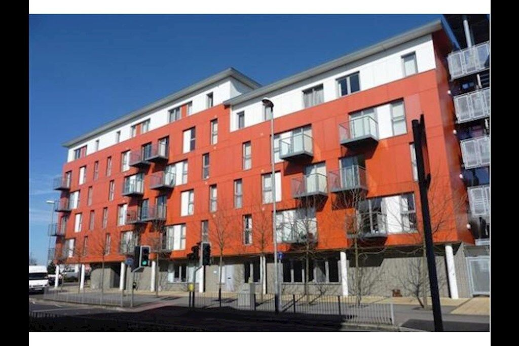 2 bedroom flat in Southsea PO4, NO UPFRONT FEES, RENT OR DEPOSIT!