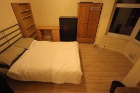 A unique spacious double room in Hounslow close to Transport links to Heathrow not to be missed