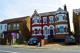 Newly Refurbished, 2 bedroom ground floor flat in Uxbridge - Available now!!!