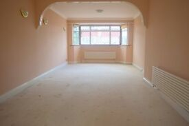 MASSIVE 3 BEDROOM HOUSE IN ASHFORD- PRIVATE DRIVE WAY , GARDEN AND CCTV AND HOUSE ALRAM SYSTEM £1700