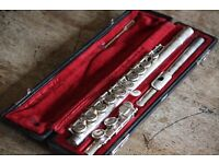 YAMAHA YFL211S flute- very good condition ideal for beginners to step up players.