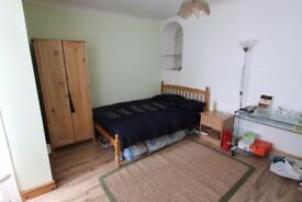 EAST LONDON - DALSTON - SPACIOUS DOUBLE BEDROOM
