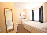 Large Ground Floor Ensuite Room in Isleworth with Bills Inclusive