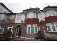 5 bedroom house in Greyhound Lane, Streatham Common
