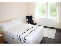 Bedsit with kitchen, park views, Shawlands, No shared bills