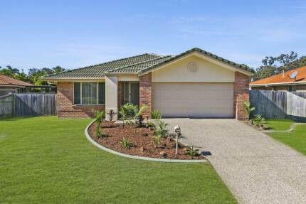 Fantastic 3 bedroom home, walk to Wynnum Plaza and Lindum Station