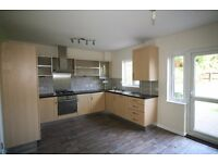 *LARGE 5 BEDROOM HOUSE AVAILABLE IN CHADWELL HEATH RM6* AVAILABLE NOW!
